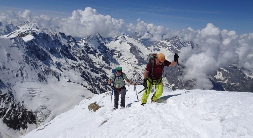Didi und Chregu kurz unterhalb des Jungfraugipfels in den Berner Alpen. 2.6.2018