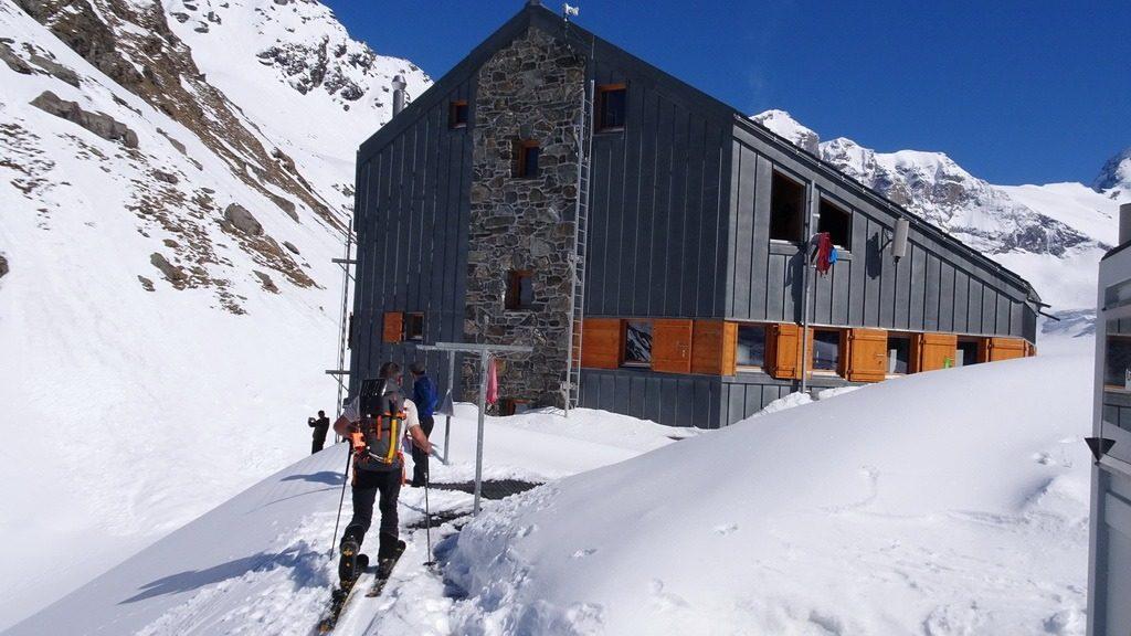 Armin hat die Cabane FXB Panossière 2632m fast erreicht. 30.5.2019