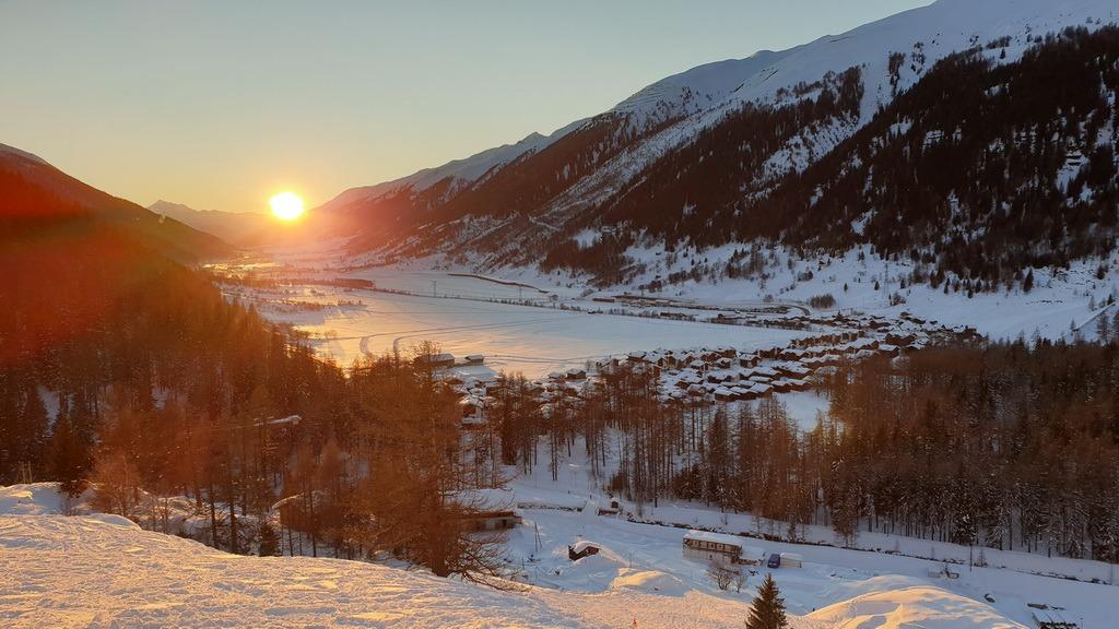Auf der Abfahrt vom Hungerberg nach Oberwald VS geht der Blick talabwärts. 1.1.2020